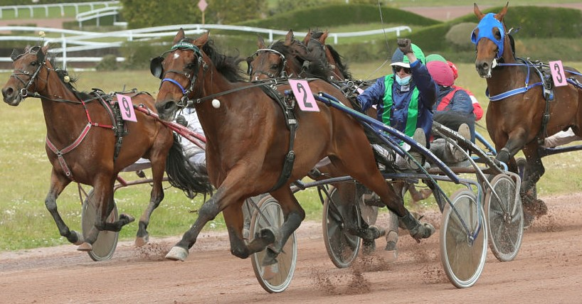 D J Power and driver Samuel Fillion winning the Preferred-Handicap Pace at H3R